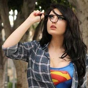 Supergirl talking off glasses for Comic Con